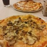 pizze: bufalina e con fughi e melanzane
