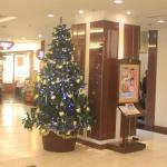 ロビーに飾られたクリスマスツリー。