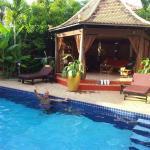 Votre hôte dans sa piscine !!