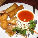 Appetizer combo... Spring rolls, Prawns & deep fried wontons!