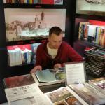 Kristof leyendo