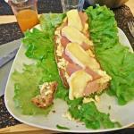 La tartine savoyarde : Bacon, fromage fondue, reblochon.