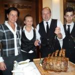 Il titolare giacomo e andrea servono con le brave cameriere. Fabio Cremona ( il presidente)