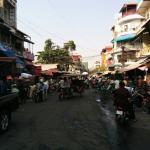 Rue très bruyante tôt le matin et tard le soir