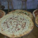 2 slices and a free drink daily special 6-8$