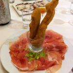 Crudo di Montagnana con grissoni fritti