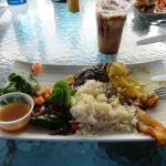 I had the Mahi Mahi on rice, fried plantains, salad. Every bite a delite !!!