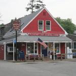صورة فوتوغرافية لـ Pleasant Lake General Store