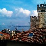 Utsikt fra taktersssen mot Sgaglieri borgen