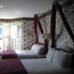 Room #300, 2 queens