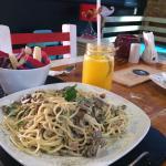 Pasta ñam ñam, estuvo deliciosa! Lugar agradable, la atención muy buena y la comida riquísima, l