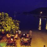 Vista noturna do restaurante da pousada