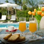 Breakfast by the pool?!
