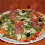 Pizza et sa salade Roquette