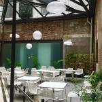 Courtyard Dinning Area