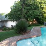 Lovely garden & pool