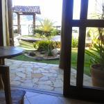 Vista do jardim a partir do salão de café/recepção.