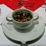 2. Gang: Consommé mit feiner Gemüsebrunoise und Fleischklößchen