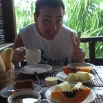 José desayunando