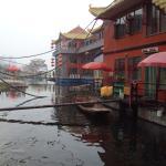 lots of floating restaurants