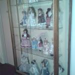 La collection de poupées dans le couloir du premier étage.