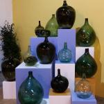Colección de Damajuanas en el Museo