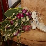 zapatos y ramo de novia.