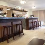 L'entrée et son bar