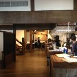 レストランの中。広い古民家の雰囲気が良いです