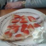 pancake with strawberries & cream