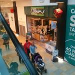 Dentro do shopping