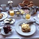 朝ごはんは手作りで、1人1人ちゃんとテーブルも用意してくれてて、暖かいパンと前日から仕込んだスイーツを出してくれます(*^^*)