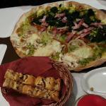 Focaccia (o como lo llaman Pan de la Casa) y sus maravillosas pizzas
