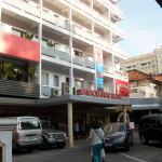 グエンティミンカイ通りに面したホテル