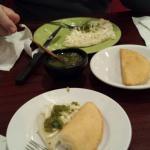 Empanadas de queso (amazing!) y arepa con queso
