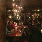 Blick ins Lokal von der Bar aus