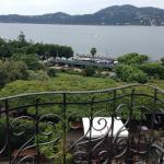 Blick vom Zimmerbalkon auf den See