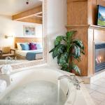 Jacuzzi with fire place