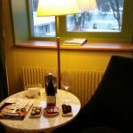 Hotellet bjöd på vin och choklad.