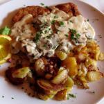 Mein Schnitzel mit Champignons und den leckeren Bratkartoffeln