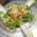Salade chèvre, pomme caramélisées...
