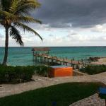 Photo de Compass Point Beach Resort