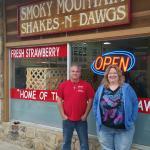 Foto de Smoky Mountain Shakes N Dawgs