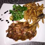Cuisse de pintade sauce forestière et ses frites  maison