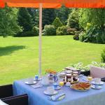 Petit déjeuner au jardin de la Pérouse du Mitan
