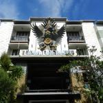 La Walon Hotel Entrance
