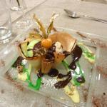 Corolle avec glace à la chartreuse et chocolat chaud