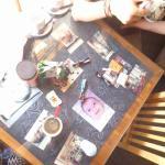mesa con las fotos..