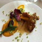 Entrée 1 : foie gras poêlé, purée de potimarron, cannelloni à l'agneau