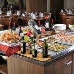 Servimos bufffet e almoço (consulte o hotel)